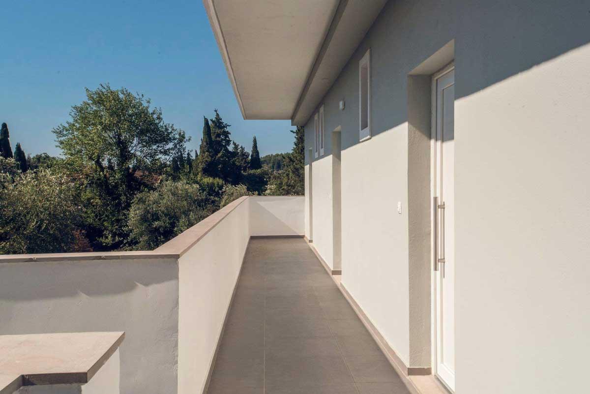 ipsos corfu luxury apartments main hall